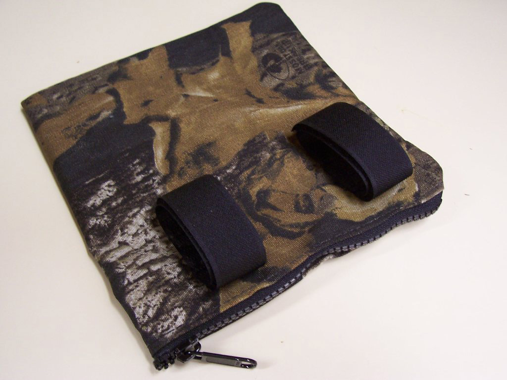velcro camo bag, hunters tree stand kit, walnut grove hunting products, sullivan, ohio